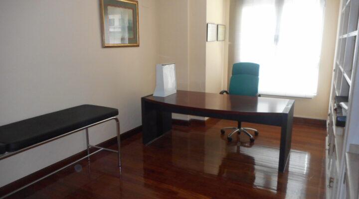 Oficina Totalmente Instalada Como Una Consulta Médica en el Centro de Las Arenas