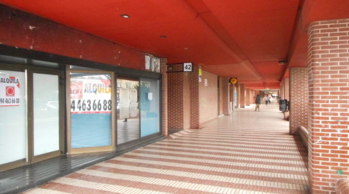 Lonja en la zona del Antiguo Golf haciendo esquina con una gran fachada. floorplan 10