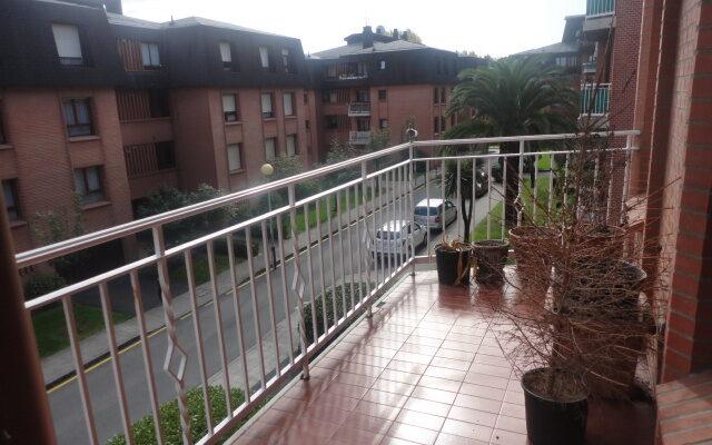 Hermoso Piso con Garaje en Zona Residencial de Getxo Cercana a la estación de Metro. -